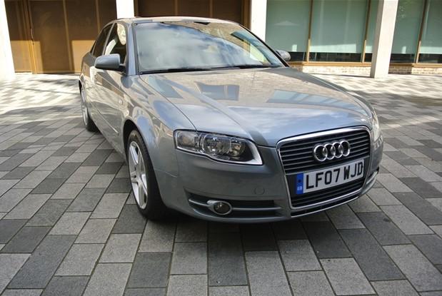 Audi - A4 1.8 TURBO AUTO